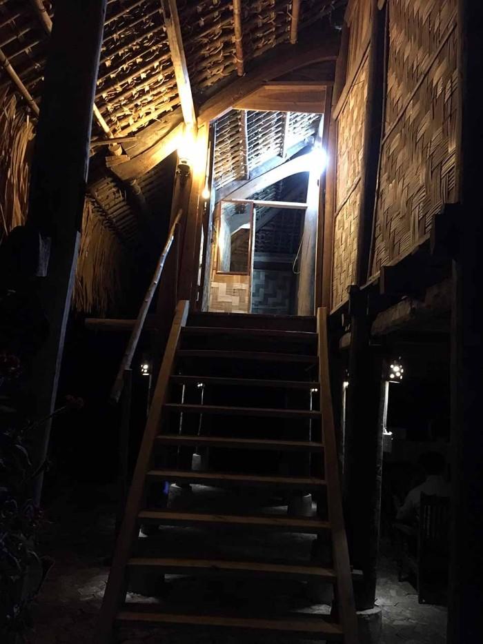 ここが私達の高床式宿泊家屋「綺麗に清掃されていました」