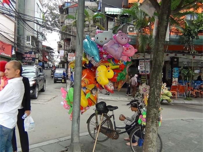 ベトナムの街中には平和な雰囲気でいっぱいです