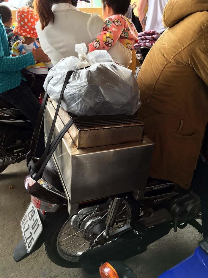 小林さん手作りの炭焼き機
