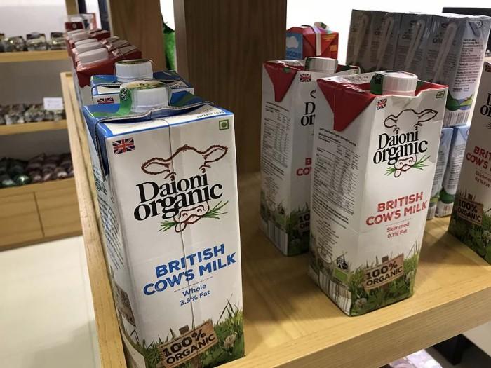 オーガニックの牛乳も並んでいます