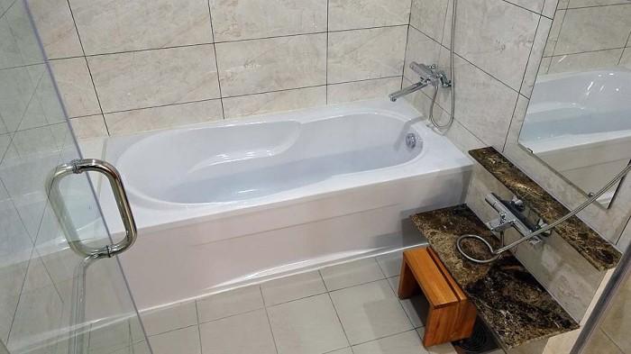 洗い場付きのバスルーム「熱いお湯が常に出続けます」