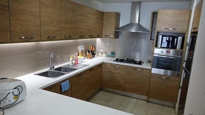 キッチンも綺麗に掃き清められています