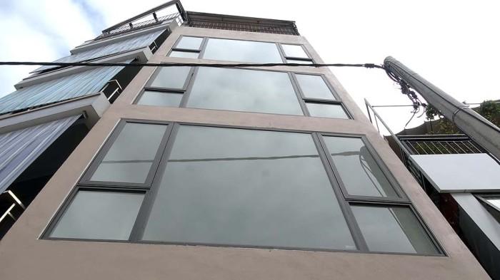 4.5階のビルです。エレベーターがついています