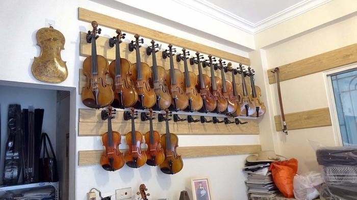 Hao Nam店はバイオリンも扱っています