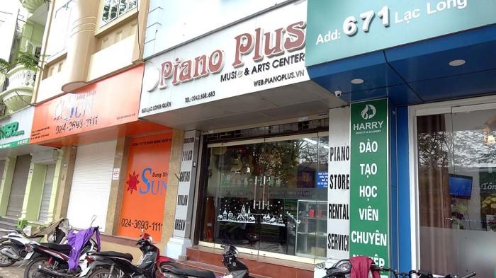 広いLac Long Quan通り沿いに建つお店です
