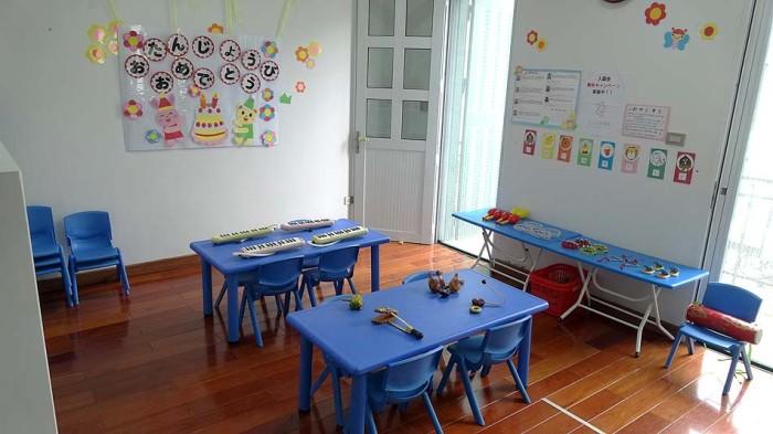 音楽の授業はベトナムの楽器も取り入れています