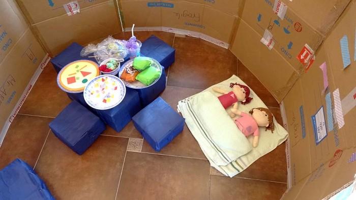 子供達の大好きな「秘密基地」。ここでご飯屋さんをしたりお人形で遊んだり、楽しいスペースになっています