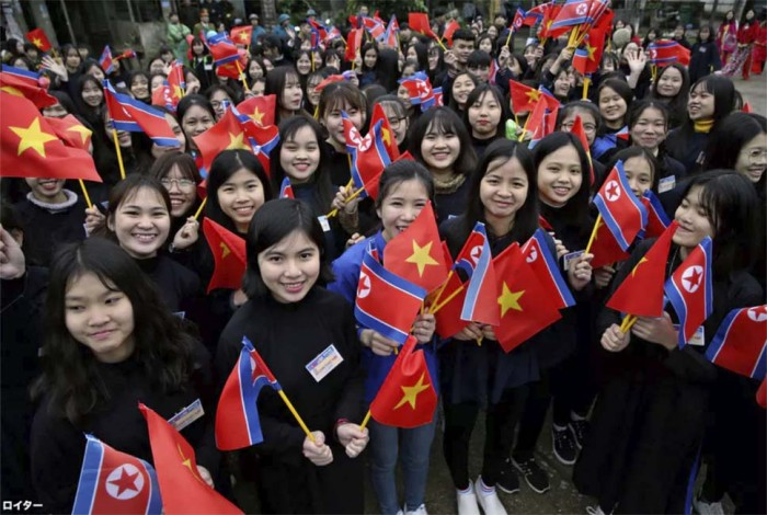 熱烈歓迎ムードでしっかりとベトナムをアピール(ロイターによる写真)