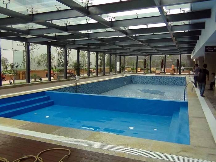 プールは冬は温水になります