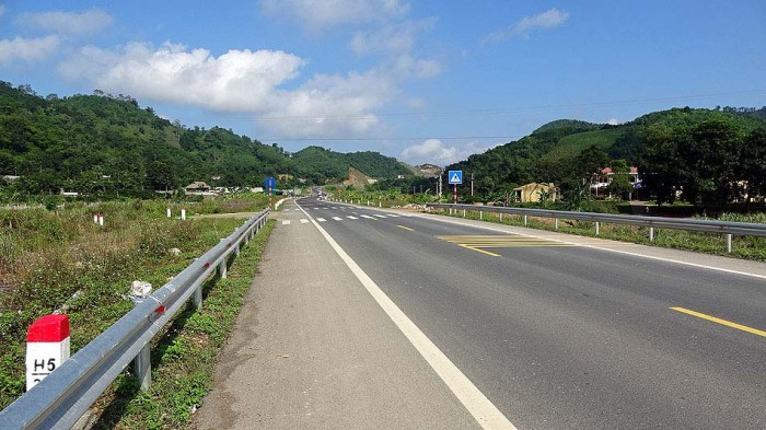 Hoa Binh省に入ってもずっと続く本通り幹線