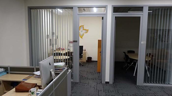 職員室、カウンセラー室が1階にあり、高学年の生徒になるほど頻繁に相談に来るそうです