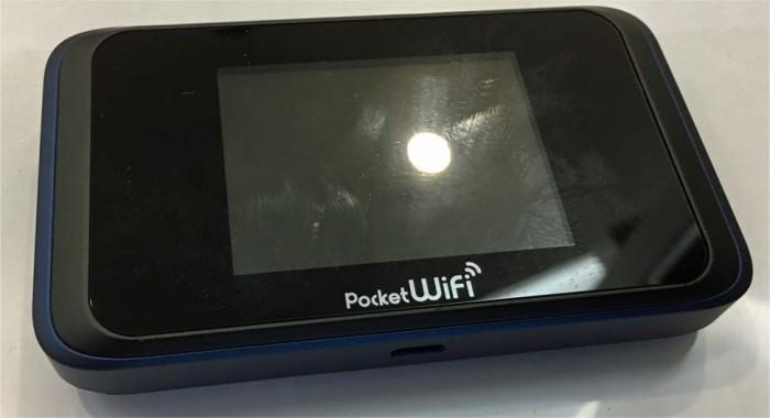日本に到着してから利用する日本だけで使うポケットWIFIルーター(毎月3,000円払っています)